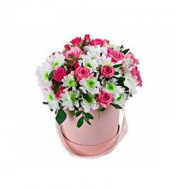 סידור ורדים וגרברות בקופסה ורודה
